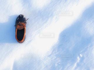スキーに乗っている間空気を通って飛んで男 - No.910469