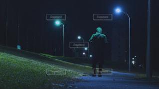 近くに夜青信号のアップ - No.977900