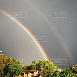 空に虹の写真・画像素材[1612735]