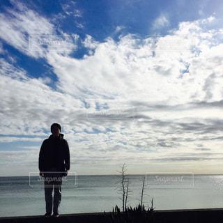 男性,海,空,冬,雲,コート,海岸,男,鴨川,12月