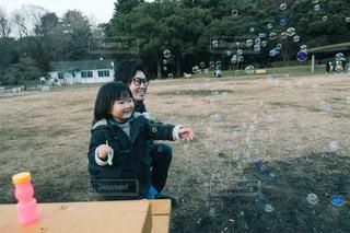 公園,親子,仲良し,シャボン玉,楽しい,笑顔,遊び