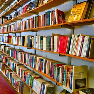 本棚は本でいっぱいの写真・画像素材[755687]