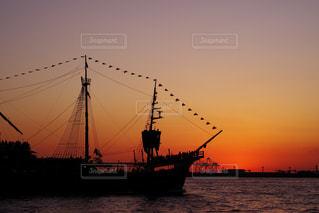 水の中の大型船 - No.796326