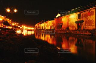 夜の街の景色の写真・画像素材[882622]