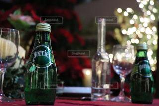 クローズ ボトル、ワインのガラスのの写真・画像素材[902747]
