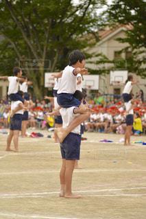 ボールで遊ぶ少女の写真・画像素材[804200]