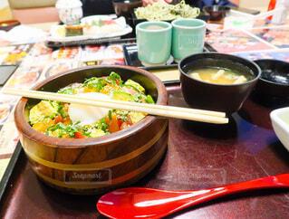 ちらし寿司定食の写真・画像素材[3950307]
