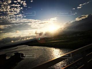 自然,空,夏,夕日,橋,屋外,太陽,雲,綺麗,夕焼け,川,旅行,旅,夏休み,ドライブ,日中,旅行記