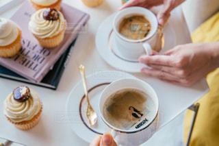 食品とコーヒーのカップのプレートの写真・画像素材[1464283]