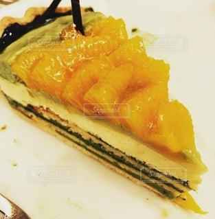オレンジと抹茶のケーキの写真・画像素材[2655402]