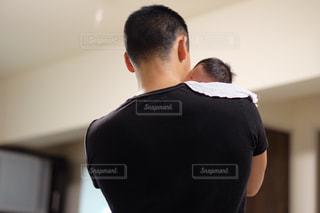 男性,男,背中,赤ちゃん,抱っこ,父親,パパ,娘と父親