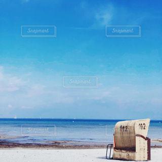 浜辺の看板の写真・画像素材[2376308]