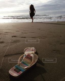 砂浜の少女の写真・画像素材[3427160]