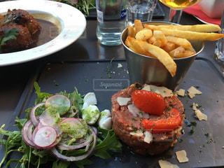 ディナー,海外,テラス,ヨーロッパ,ビール,レストラン,肉,ベルギー,友達,ブリュッセル,Le Clan des Belges,ステーキタルタル