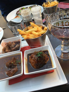 ディナー,海外,テラス,ヨーロッパ,ビール,レストラン,肉,ベルギー,友達,ブリュッセル,Le Clan des Belges