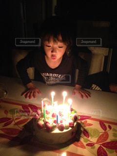 ケーキ,女の子,お誕生日,自宅,ロウソク