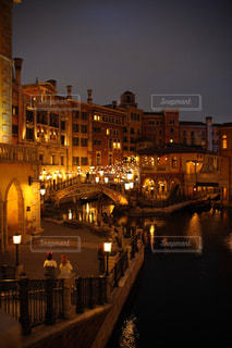 夜の街の眺めの写真・画像素材[2260403]