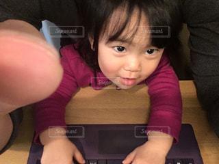遊ぶ,パソコン,上目遣い,目,イタズラ