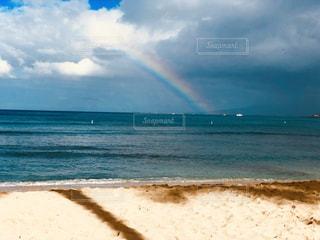 砂浜と虹の写真・画像素材[2352175]
