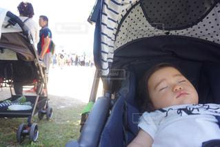 女の子,居眠り,赤ちゃん,運動会,体育祭,小学校,すやすや,夏日,学校行事