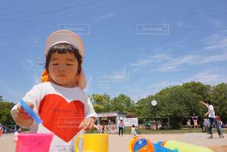 公園,夏,太陽,日焼け,暑い,女の子,Tシャツ,初夏,砂遊び,夏服,半袖