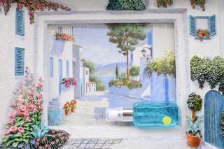 テーブルの上の花の花瓶の写真・画像素材[1186942]