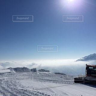 雪に覆われた山の写真・画像素材[934920]