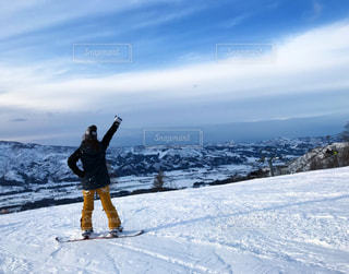 雪に覆われた斜面をの写真・画像素材[946277]