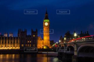 クロック タワーは夜ライトアップの写真・画像素材[814979]