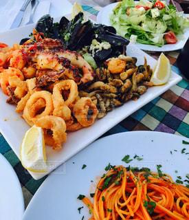 食べ物,食事,海外,旅行,サラダ,料理,バレッタ,美味しい,シーフード,マルタ島,Malta,トマトソースパスタ,Valetta,シーフード盛り,Salt and pepper