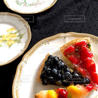 ケーキ,鮮やか,いちご,美味しそう,フルーツ,タルト,ブルーベリー,誕生日,おいしい,お祝い,記念日,美味しかった,結婚記念日,カスタード,タルトケーキ,フルーツタルト,旬のモノ,記念日にはケーキ,ケーキは美味しい,美味しいよ