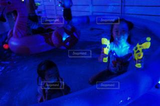 ビデオ ゲームをプレイする人々 のグループの写真・画像素材[711802]