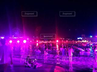 夜の交通信号の写真・画像素材[710204]