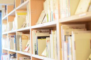 本棚のクローズアップの写真・画像素材[2893106]