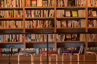 本でいっぱいの本棚の写真・画像素材[2893111]