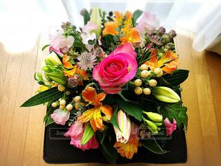 華やかな花たちの写真・画像素材[2178346]