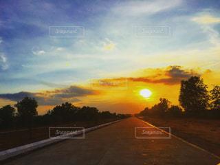 ミャンマー、ヤンゴンの高速道路の写真・画像素材[958759]
