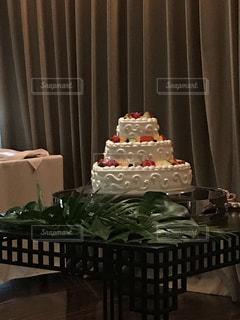 テーブルの上のケーキの写真・画像素材[797328]