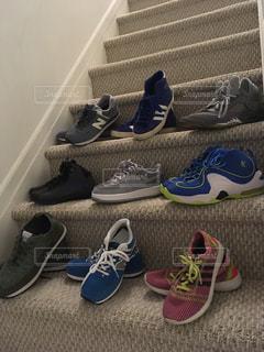 床に靴のグループの写真・画像素材[990288]