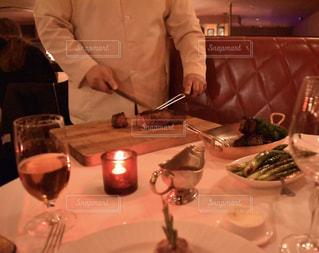 ニューヨーク,アメリカ,ステーキ,本場,5番街,ポーターハウス,ディナーデート,大人の雰囲気,ストリップ・ハウス,T字型骨付き肉