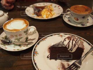 カフェでお茶 - No.867057