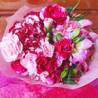 ピンクの花の花束の写真・画像素材[868803]