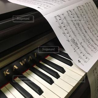 ピアノと楽譜🎶の写真・画像素材[801948]