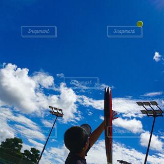 青空に向かってスタート🎾の写真・画像素材[1329089]