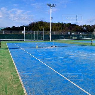 ブルーのテニスコート コピースペースの写真・画像素材[3027501]