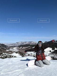 自然,アウトドア,空,スポーツ,雪,晴天,山,景色,人物,ゲレンデ,レジャー,スキー場,スノーボード,斜面,スノボ女子