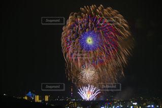 夜空の花火の写真・画像素材[1328320]
