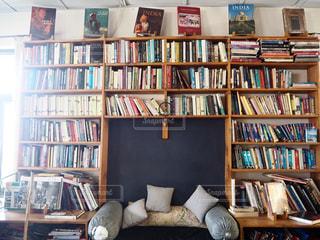 カフェ,本,ソファー,cafe,インド,おしゃれ,ブックカフェ,bookCafe,マクロードガンジ,illiteratibooks&coffee