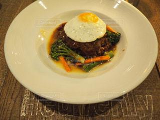 肉と野菜をトッピング白プレート - No.810576