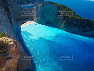 青いプールの水の写真・画像素材[916616]